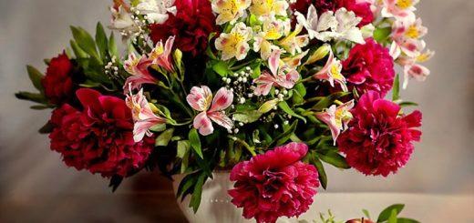 Букет цветов – идеальный подарок виновнику торжества