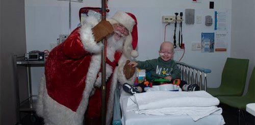 Фотографы из благотворительной организации под Рождество ездят по больницам(17 фото)