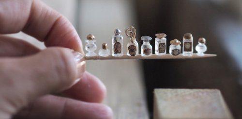 Миниатюрные предметы интерьера для кукольных домиков(15 фото)