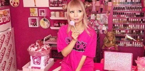 """Фанатка Барби превратила свой дом в святилище в честь знаменитой куклы (5 фото)"""">"""