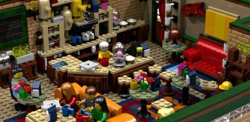 """Знаменитая кофейня Central Perk из сериала """"Друзья"""", воссозданная из LEGO (6 фото)"""">"""