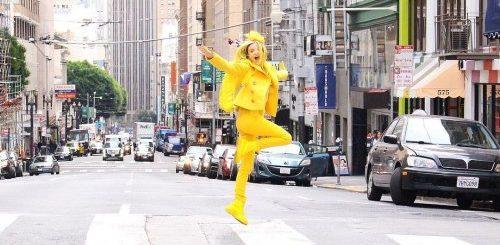 """Мисс Солнечный свет: жительница Лос-Анджелеса, которая окружает себя только жёлтым цветом (6 фото)"""">"""