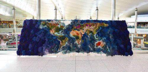 """Необычный 6-метровый гобелен от Ванессы Барраган, воссоздающий карту мира (10 фото)"""">"""