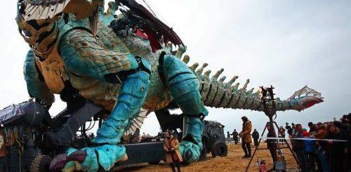 """Гигантский огнедышащий дракон прошёлся по улицам Кале (5 фото + 3 видео)"""">"""