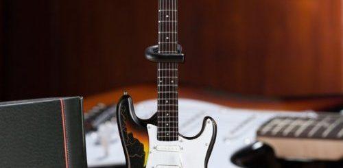 """Супердетализированные миниатюрные копии знаменитых гитар (9 фото)"""">"""