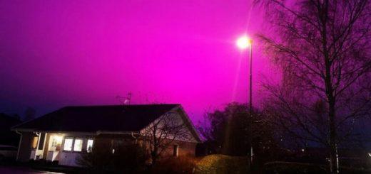 Энергосберегающая система освещения окрашивает ночное небо в ярко-пурпурный цвет (4 фото + видео)